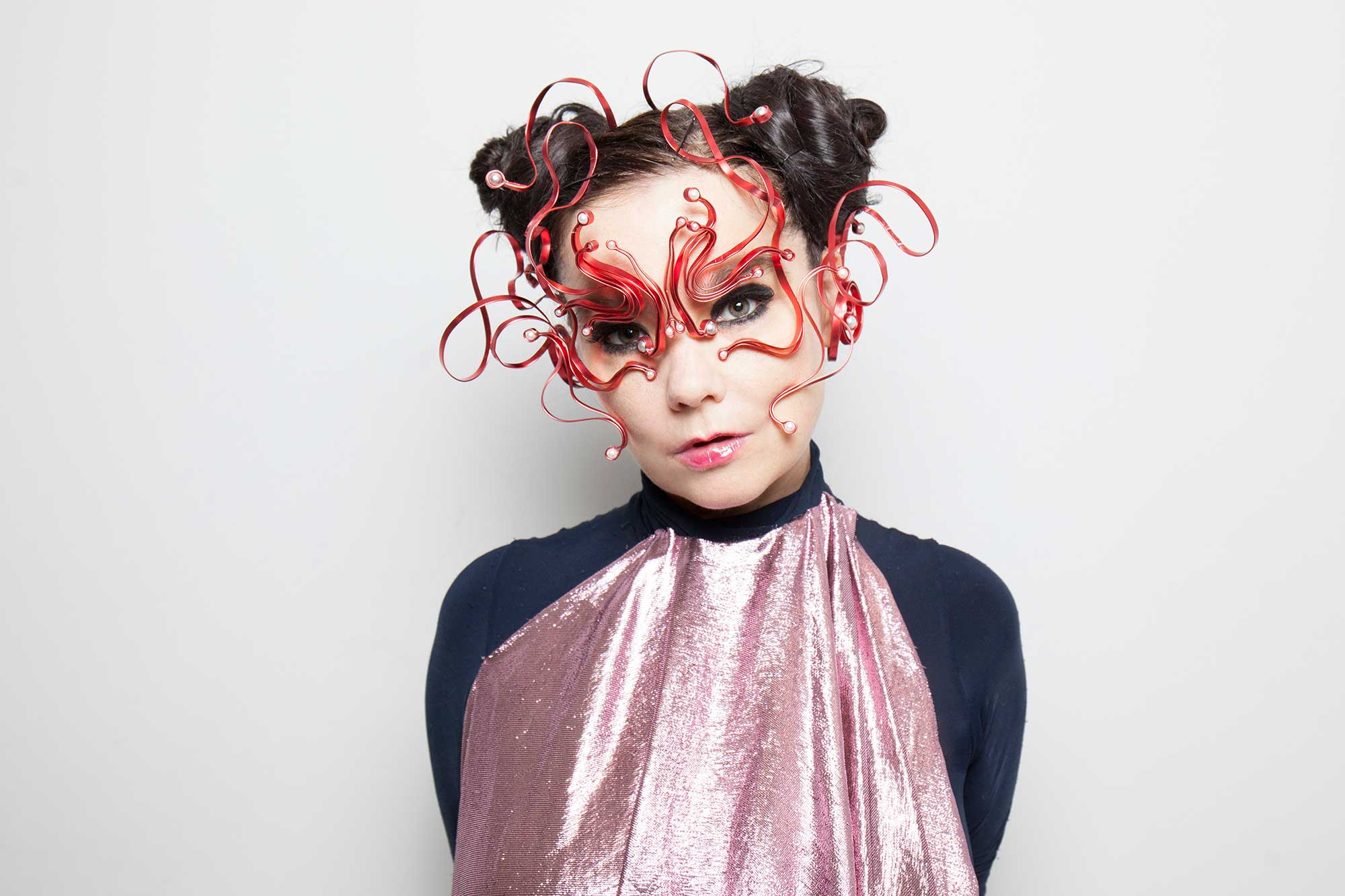 BJORK ANNOUNCES NEW ALBUM