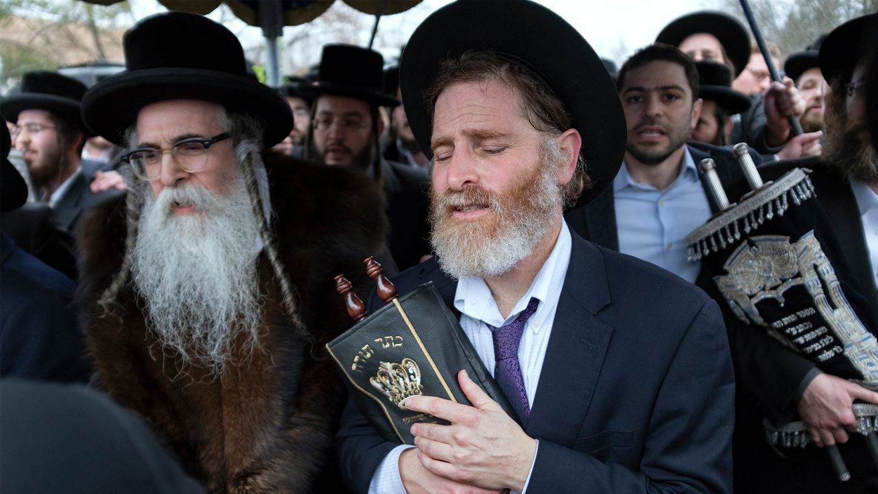 Five Jews stabbed with machete as antisemitic attacks grow in New York